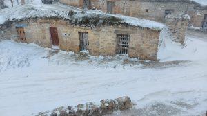 Bodegas nevadas vistas desde La Zarcera